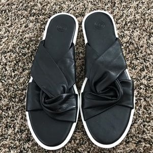 •urban outfitters• black twist sandals
